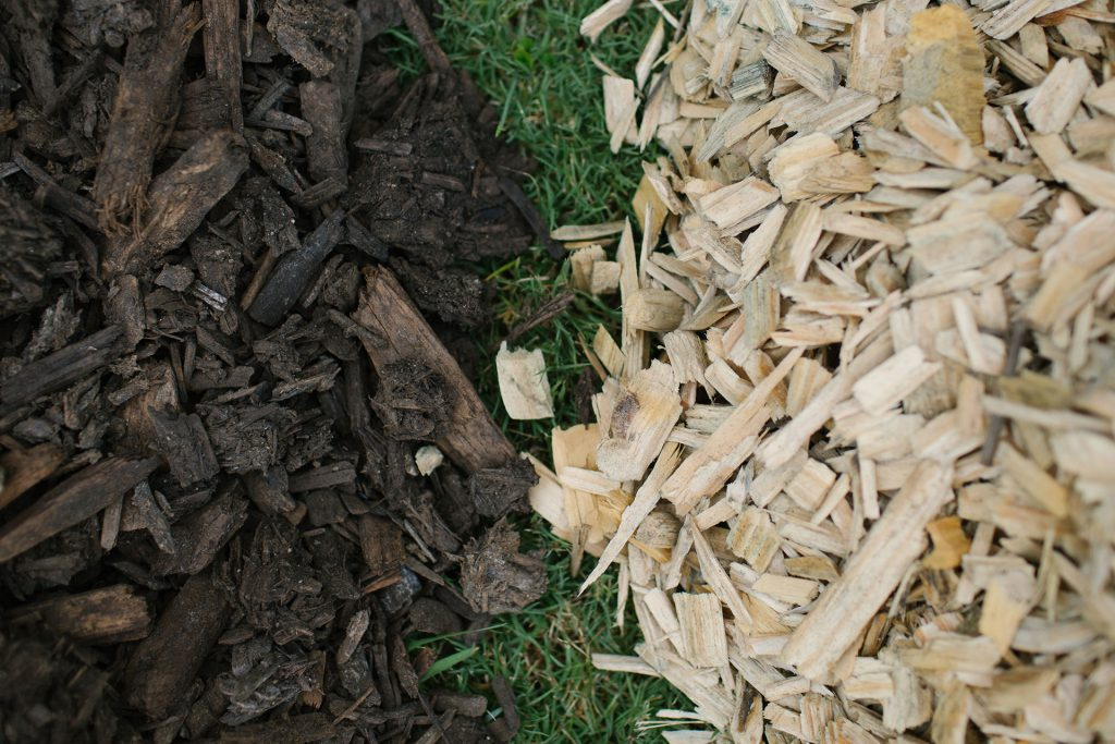 Unscreened Manure Woodchip Blended Mulch and Pine Woodchip